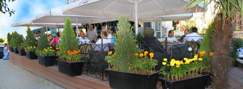 """<a href=""""http://www.aselcafe.com/php/2012/04/20/asel-balkon/""""><b>Asel Balkon</b></a><p></p>"""