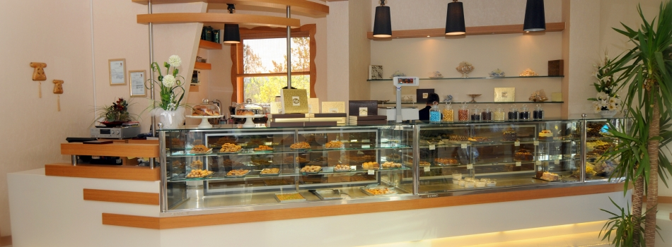 """<a href=""""http://www.aselcafe.com/php/2012/10/09/asel-cafe-restaurant-3/""""><b>Asel Cafe & Restaurant</b></a><p></p>"""